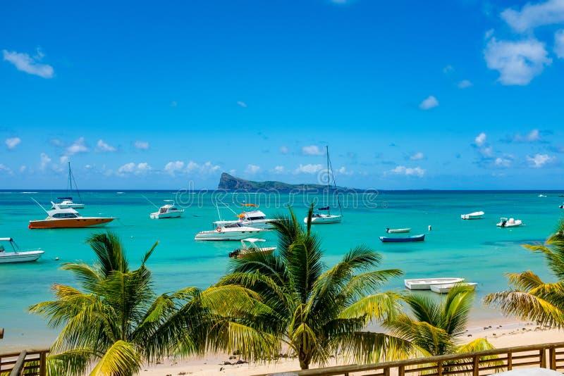 Praias brancas surpreendentes da ilha de Maurícias Férias tropicais imagens de stock