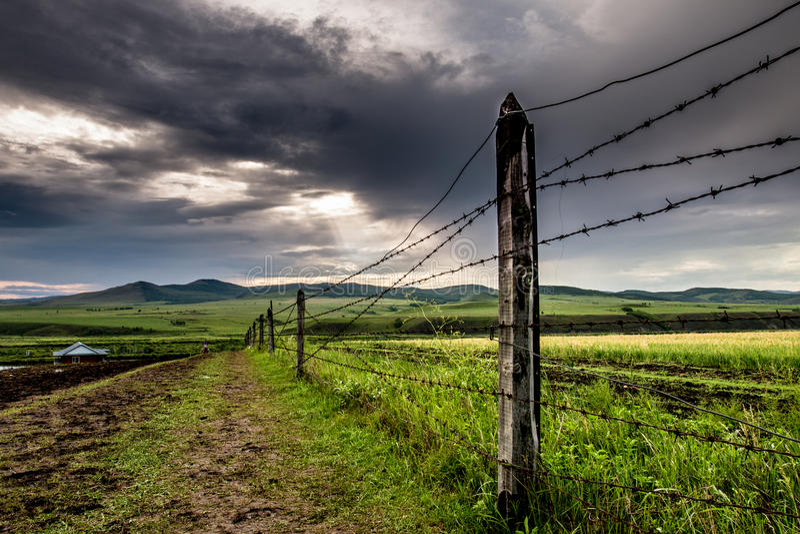 Prairie nuageuse photographie stock libre de droits