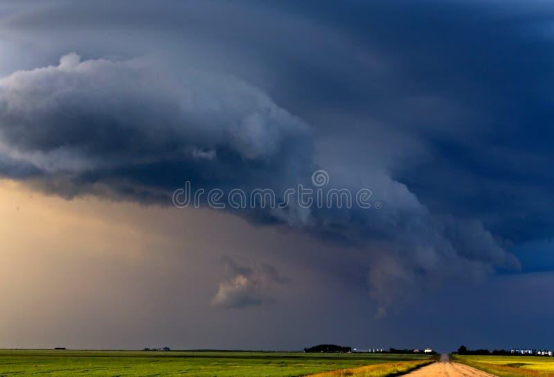 Prairieonweerswolken stock afbeelding