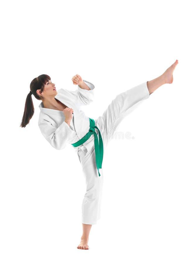 Praktiserande kampsporter för ung sportig kvinna på vit bakgrund royaltyfri fotografi