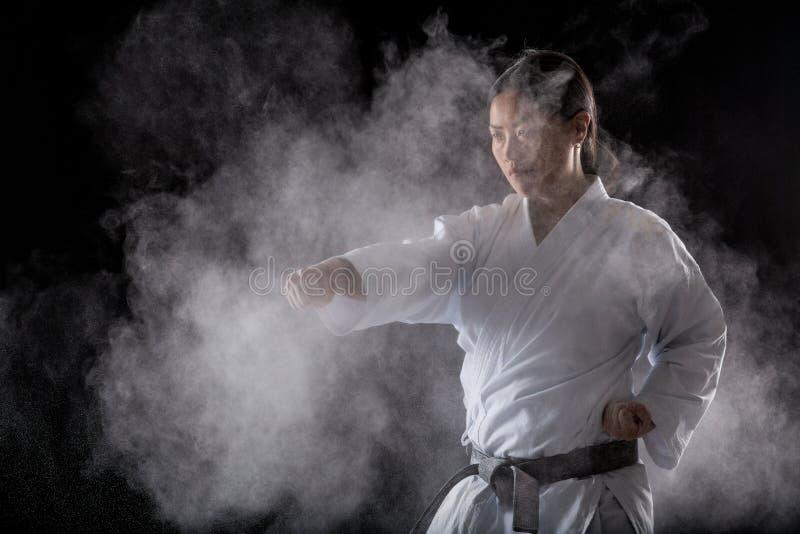Praktiserande karate royaltyfria foton