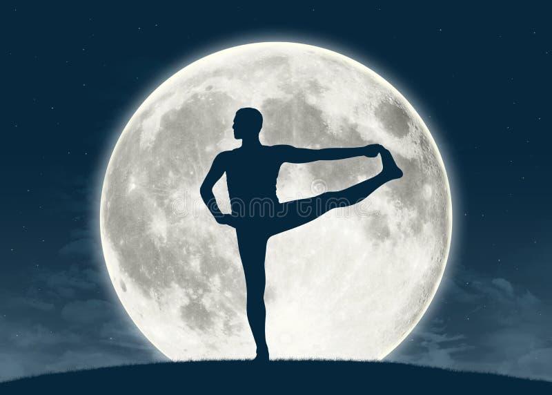 Praktiserande yoga för man på fullmånen arkivbilder