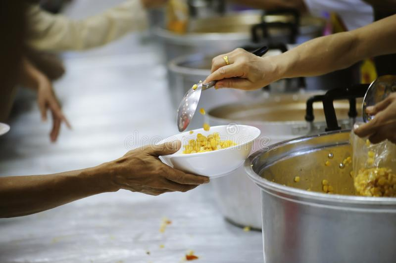 Praktisk mat av det hungrigt är hoppet av armod: begrepp av hemlöshet royaltyfri bild