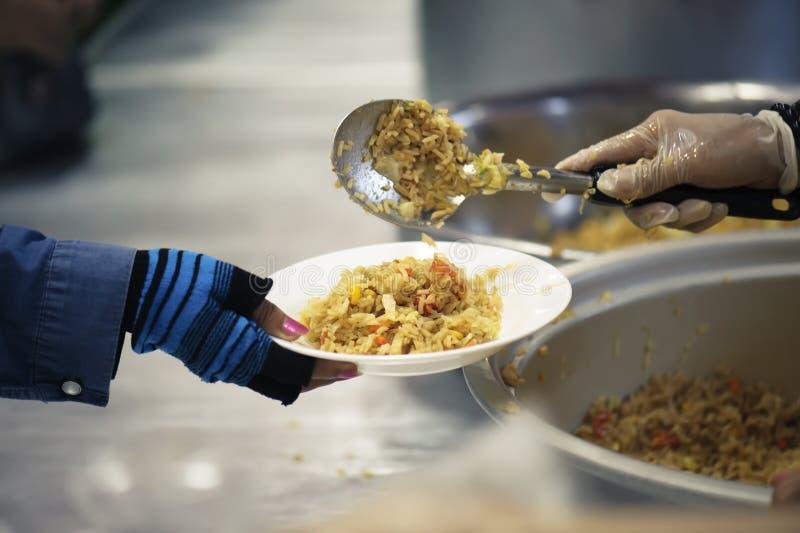 Praktisk mat av det hungrigt är hoppet av armod: begrepp av hemlöshet arkivbild