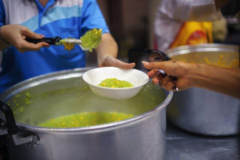 Praktisk mat av det hungrigt är hoppet av armod: begrepp av hemlöshet arkivfoton