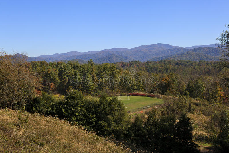 Praktyk pola w górach zdjęcie stock