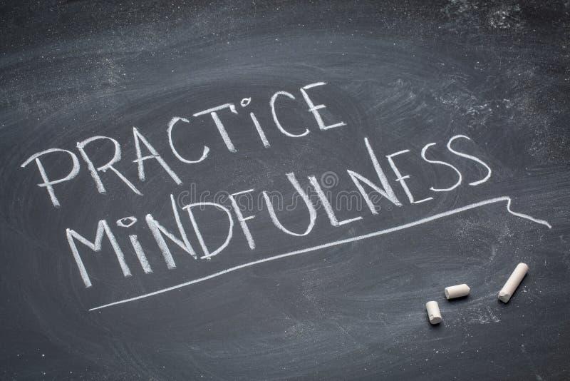 Praktyki mindfulness tekst na blackboard fotografia royalty free