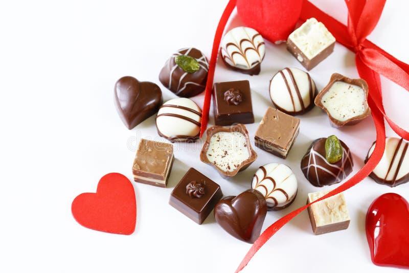Praline del cioccolato per il giorno di biglietti di S. Valentino fotografie stock libere da diritti