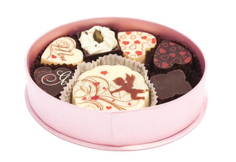 Pralinen in der Geschenkbox, verschiedene Schokoladen für Valentinsgrüße lizenzfreie stockfotografie