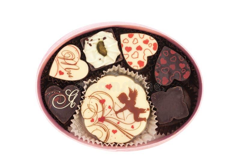 Pralinen in der Geschenkbox, verschiedene Schokoladen für Valentinsgrüße stockbilder