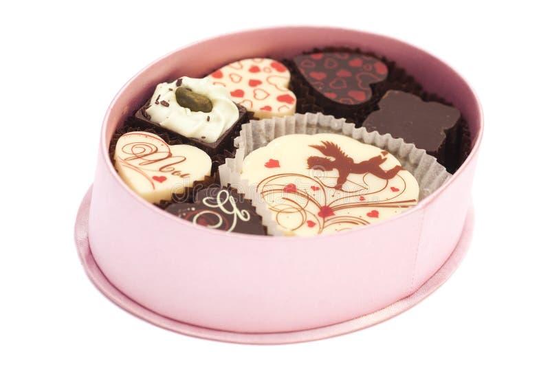 Pralinen in der Geschenkbox, verschiedene Schokoladen für Valentinsgrüße stockfotografie