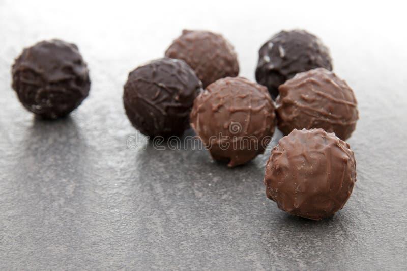 Download Pralines Redondos Luxuosos Do Chocolate Imagem de Stock - Imagem de áspero, dessert: 12803073