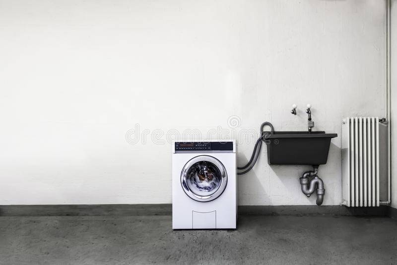 Pralnianego pokoju pralka fotografia stock