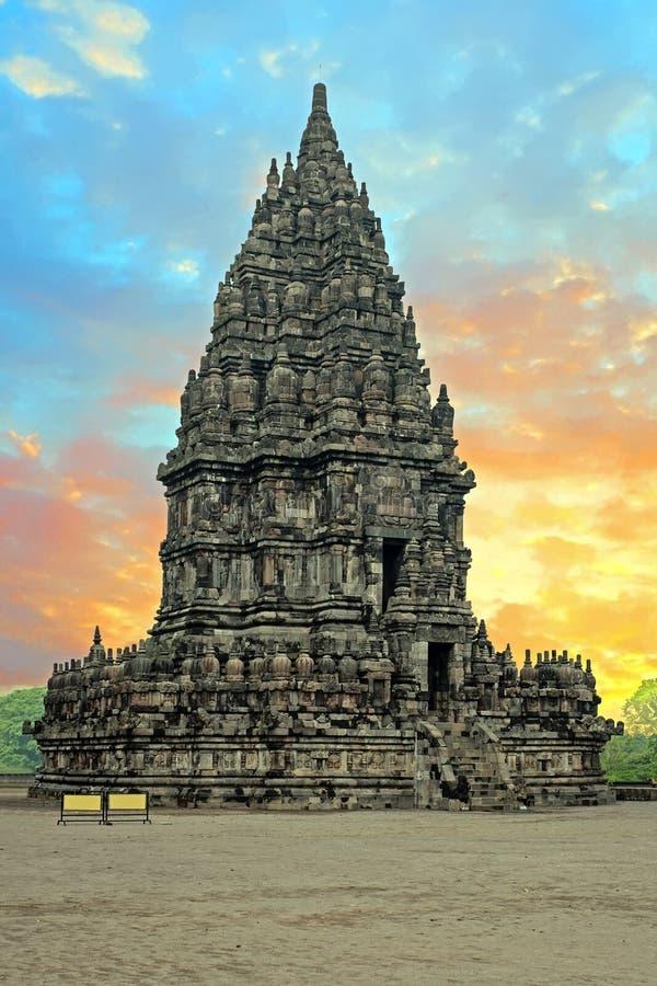 Prambanan eller Candi Rara Jonggrang på Java Indonesia på solnedgången royaltyfri foto