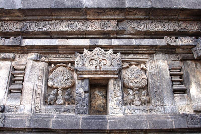 Prambanan et soulagements sur le mur photos libres de droits