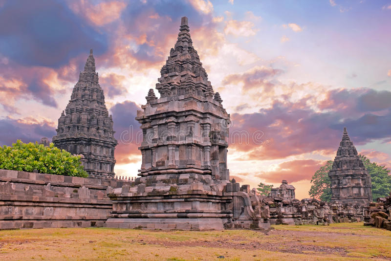 Prambanan o Candi Rara Jonggrang en Java Indonesia en la puesta del sol fotos de archivo libres de regalías