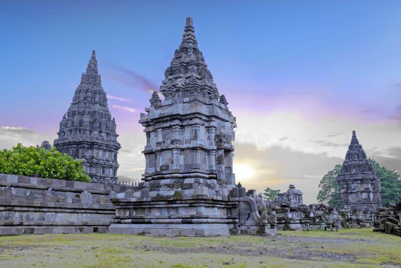 Prambanan o Candi Rara Jonggrang en Java Indonesia en la puesta del sol imágenes de archivo libres de regalías