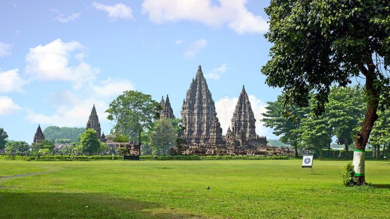 Prambanan o Candi Rara Jonggrang es un compuesto del templo hindú adentro foto de archivo libre de regalías