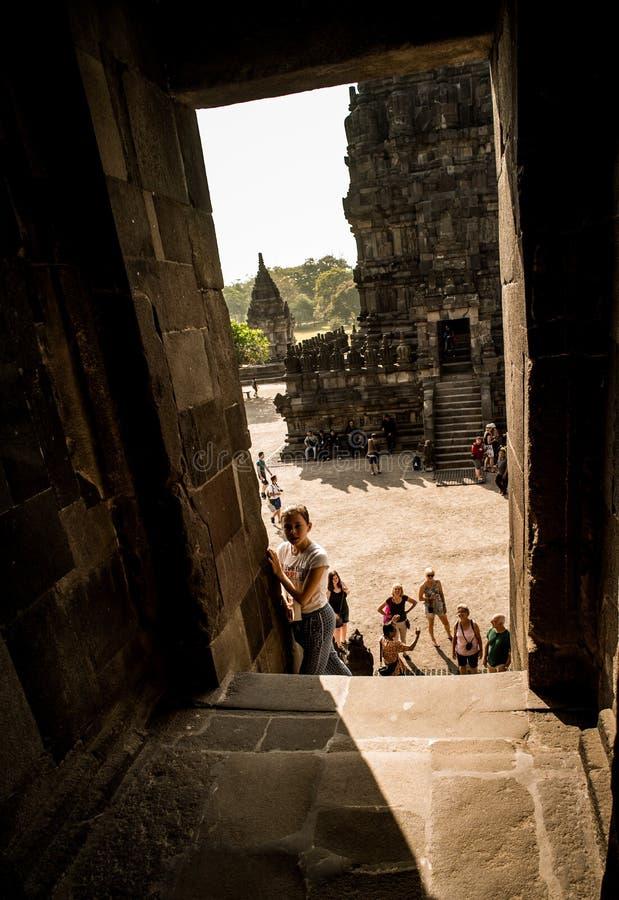 Prambanan o Candi Rara Jonggrang es un compuesto del templo hindú en Java, Indonesia, dedicada al Trimurti: el creador Brahma, fotografía de archivo libre de regalías