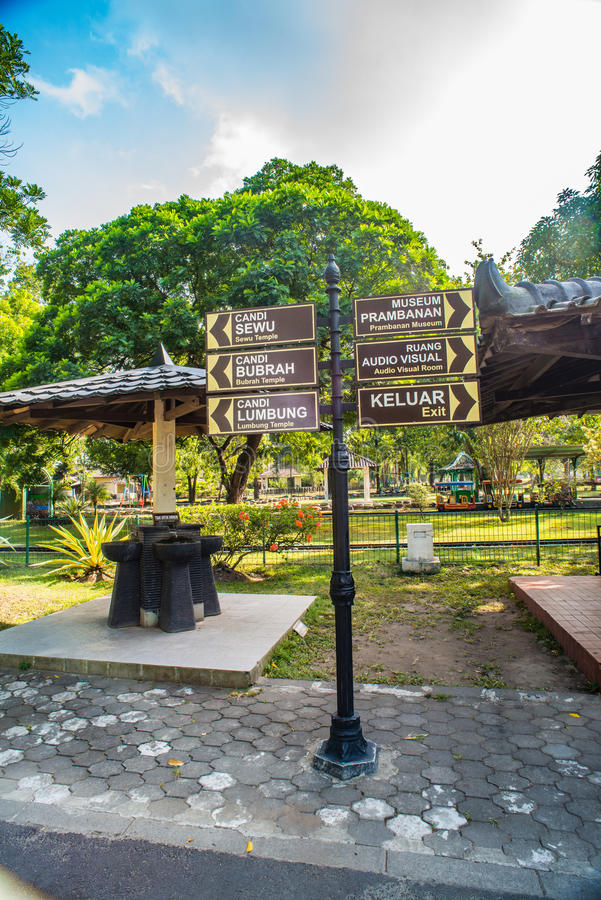 Prambanan o Candi Rara Jonggrang es un compuesto del templo hindú en Java, Indonesia, dedicada al Trimurti: el creador Brahma, fotos de archivo libres de regalías