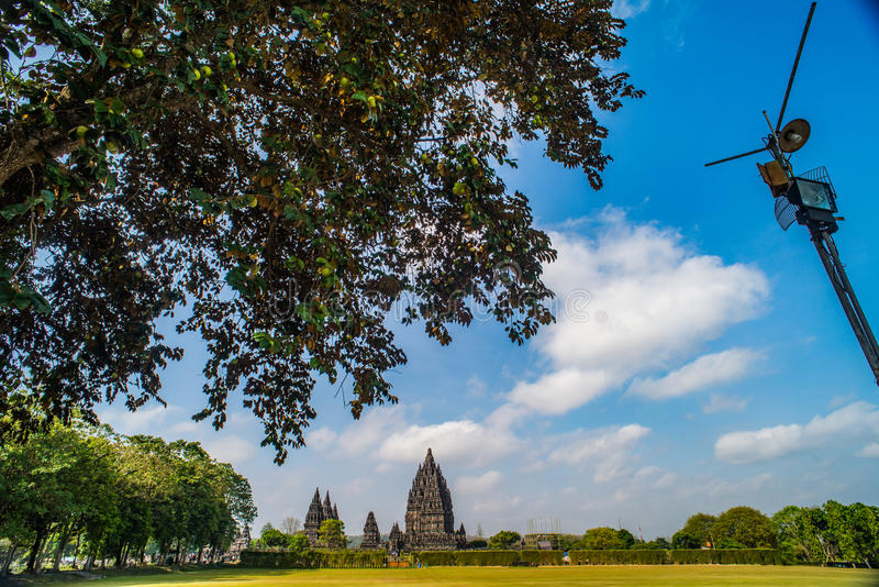 Prambanan oder Candi Rara Jonggrang ist ein Mittel des hindischen Tempels in Java, Indonesien, eingeweiht dem Trimurti: der Schöp stockfotografie