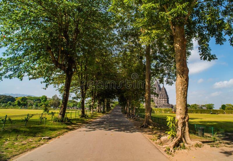 Prambanan ou Candi Rara Jonggrang est un composé de temple hindou dans Java, Indonésie, consacrée au Trimurti : le créateur Brahm photographie stock libre de droits