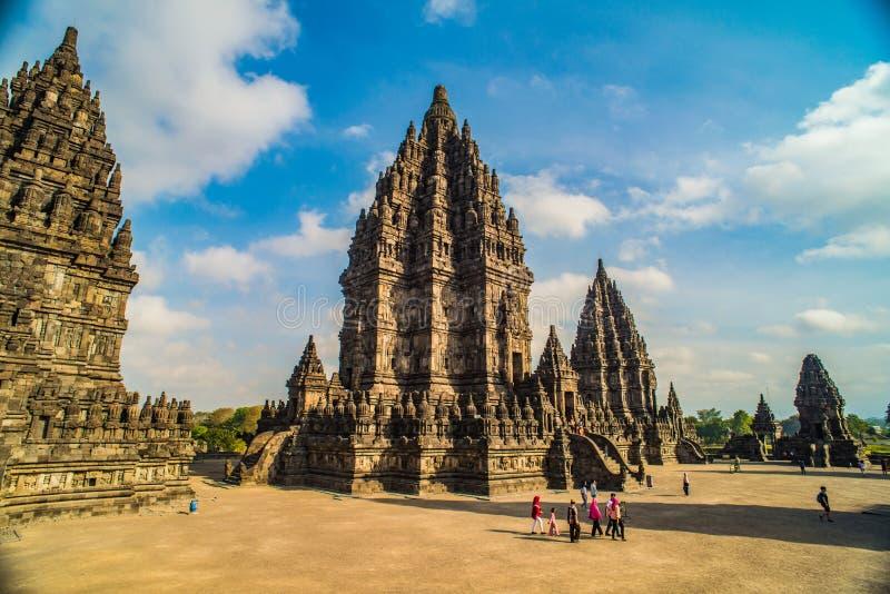 Prambanan ou Candi Rara Jonggrang são um composto do templo hindu em Java, Indonésia, dedicada ao Trimurti: o criador Brahma, foto de stock