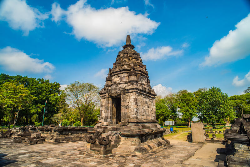 Prambanan ou Candi Rara Jonggrang são um composto do templo hindu em Java, Indonésia, dedicada ao Trimurti: o criador Brahma, fotografia de stock royalty free