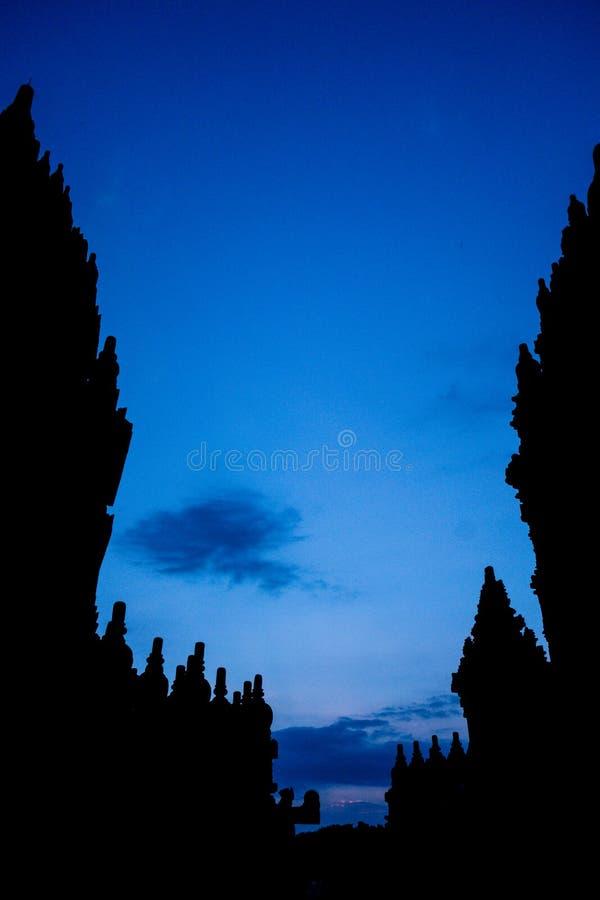 Prambanan tempel, Yogyakarta, Indonesien på skymning royaltyfria foton