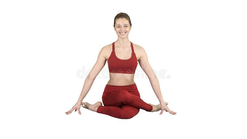 Pranayama ou Breathingin praticando do shodhana do nadi da menina da ioga no asana do gomukhasana ou na pose principal da vaca no fotografia de stock royalty free