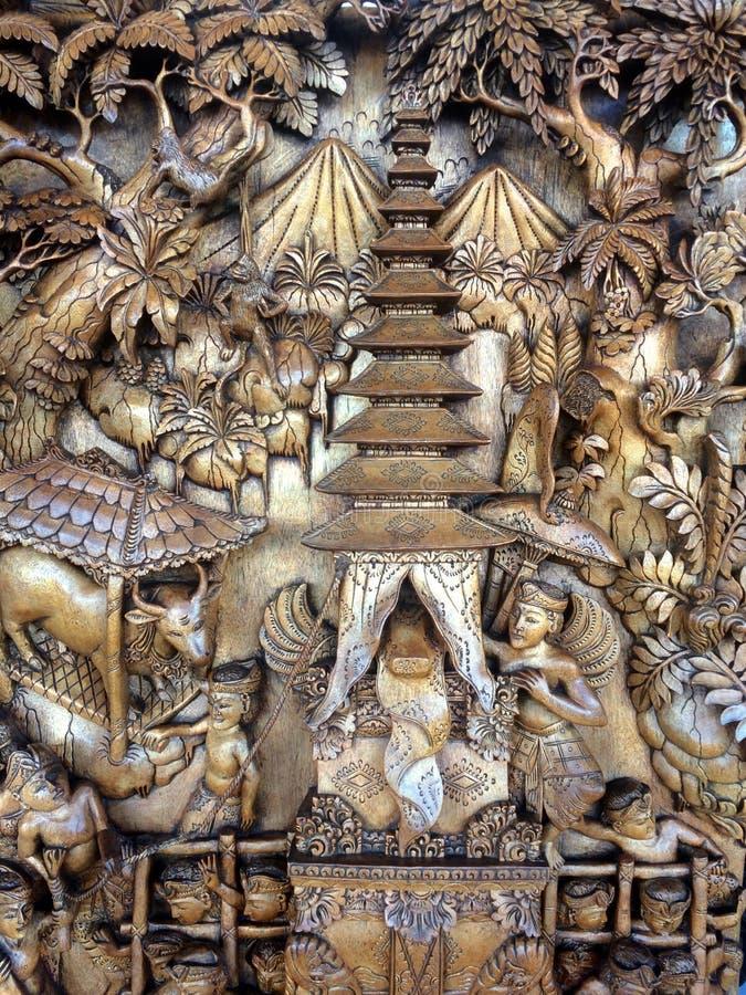Prancha cinzelada de madeira do Balinese imagem de stock royalty free