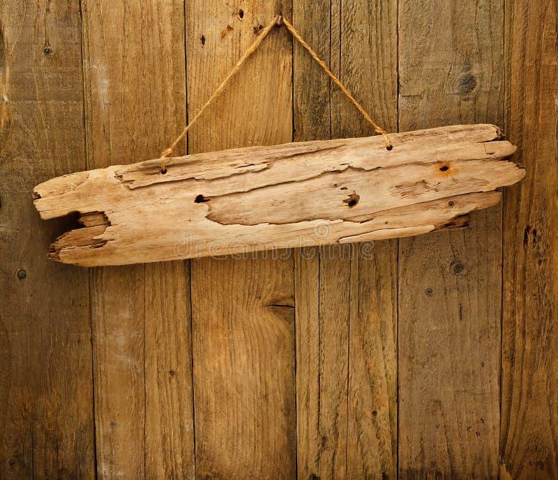 Placa de madeira do sinal da madeira lançada costa na corda imagens de stock royalty free
