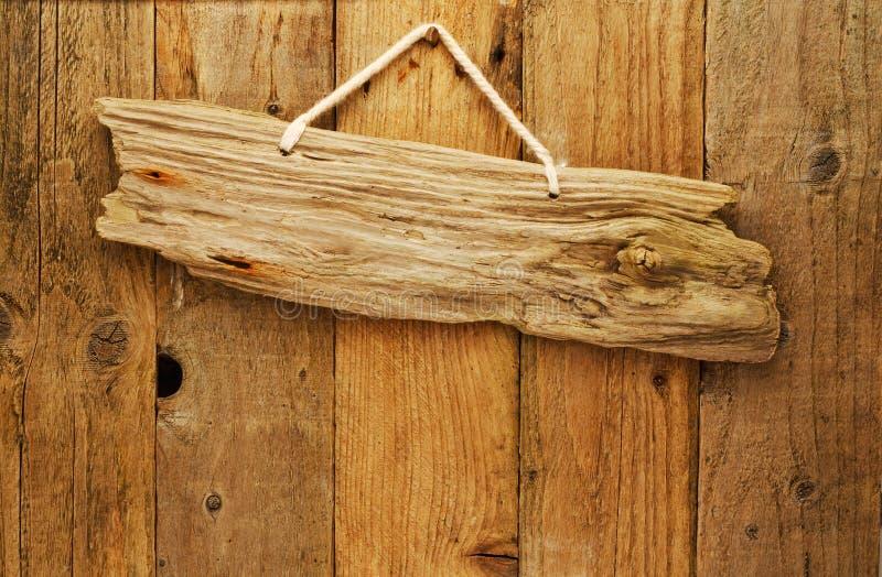 Placa de madeira do sinal da madeira lançada costa na corda foto de stock royalty free