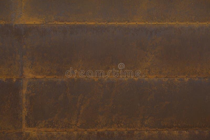Pranchas de aço oxidadas com rebites imagem de stock royalty free