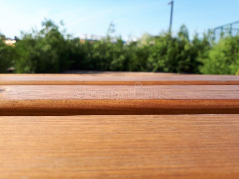Pranchas de madeira de que o banco é feito foto de stock royalty free