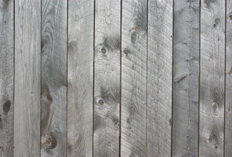 Pranchas verticais do cedro da parede de madeira cinzenta do celeiro imagens de stock royalty free