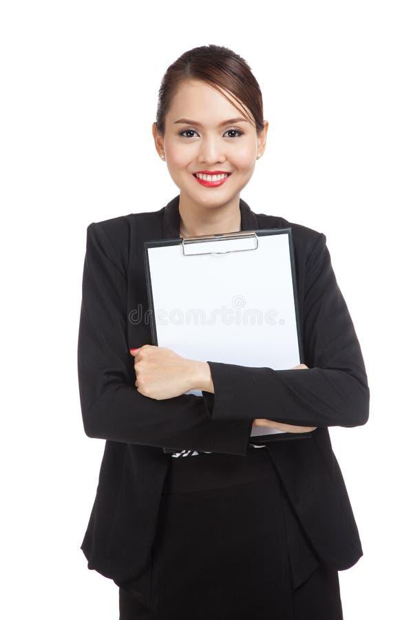 Prancheta asiática nova da posse da mulher de negócio imagens de stock