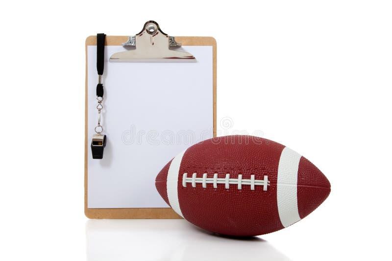 Prancheta dos treinadores de futebol com futebol americano fotos de stock