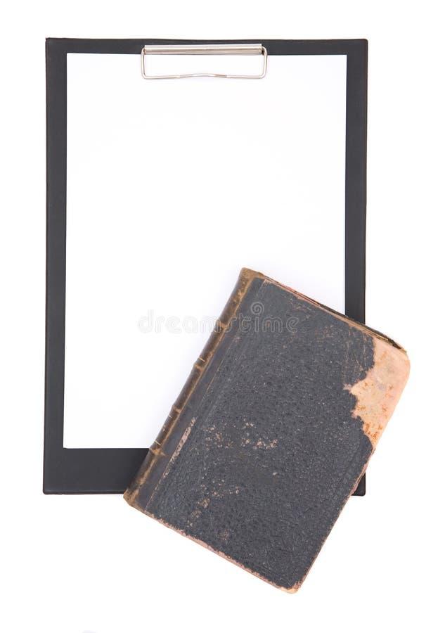 Prancheta e livro de lei foto de stock