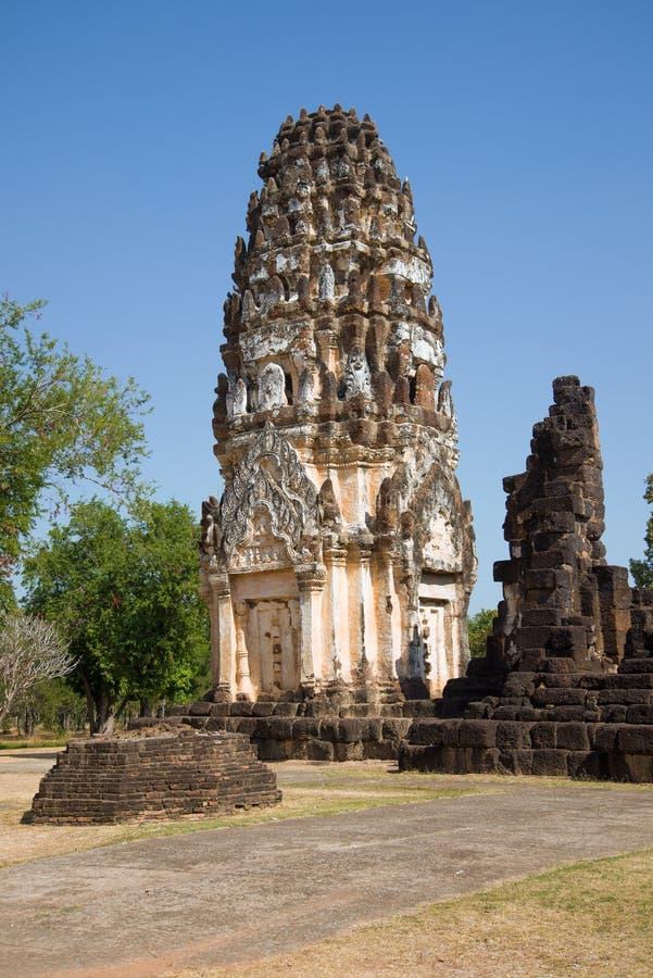 Prang antiguo del Khmer en las ruinas del templo budista de Wat Phra Pai Luang, Sukhothai, Tailandia foto de archivo libre de regalías