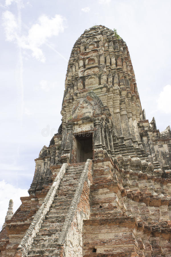 Prang del templo de Chaiwatthan imagenes de archivo