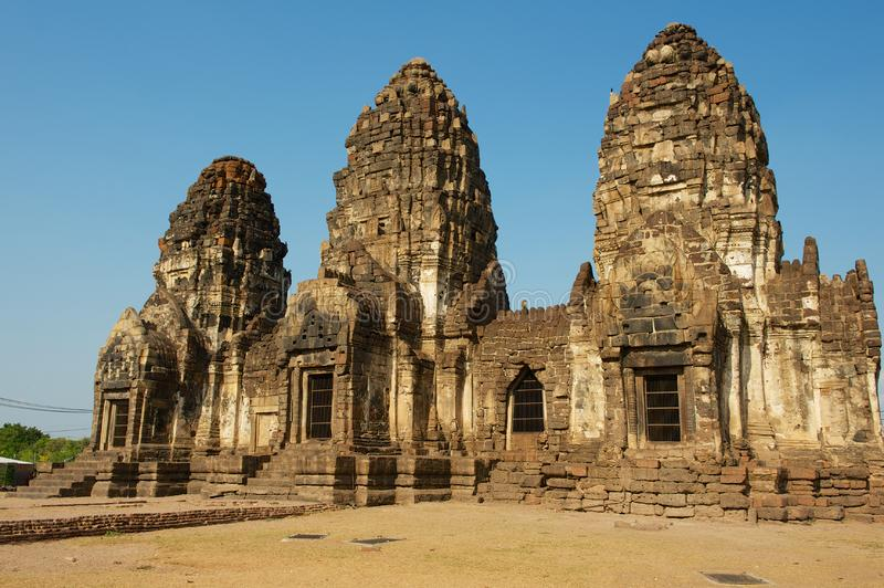 Prang Sam Yot, originalmente una capilla hind?, convertida budista en Lopburi, Tailandia foto de archivo
