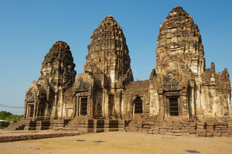 Prang Sam Yot, ursprungligen en hinduisk relikskrin som konverteras till buddistisk i Lopburi, Thailand arkivfoto