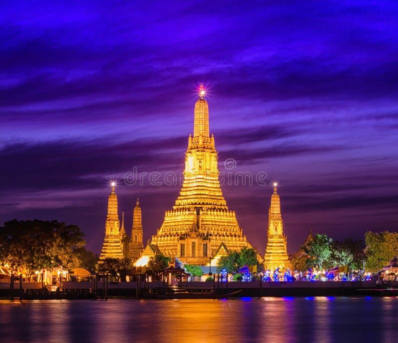 Download Prang Wat Arun стоковое изображение. изображение насчитывающей sunset - 33737191