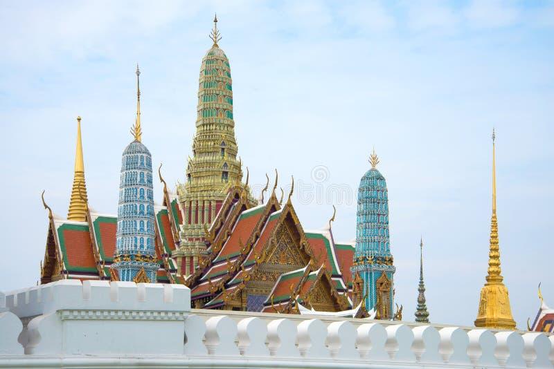 Prangs großen Royal Palaces in der Mitte von Bangkok auf einem bewölkten Morgen thailand lizenzfreie stockbilder