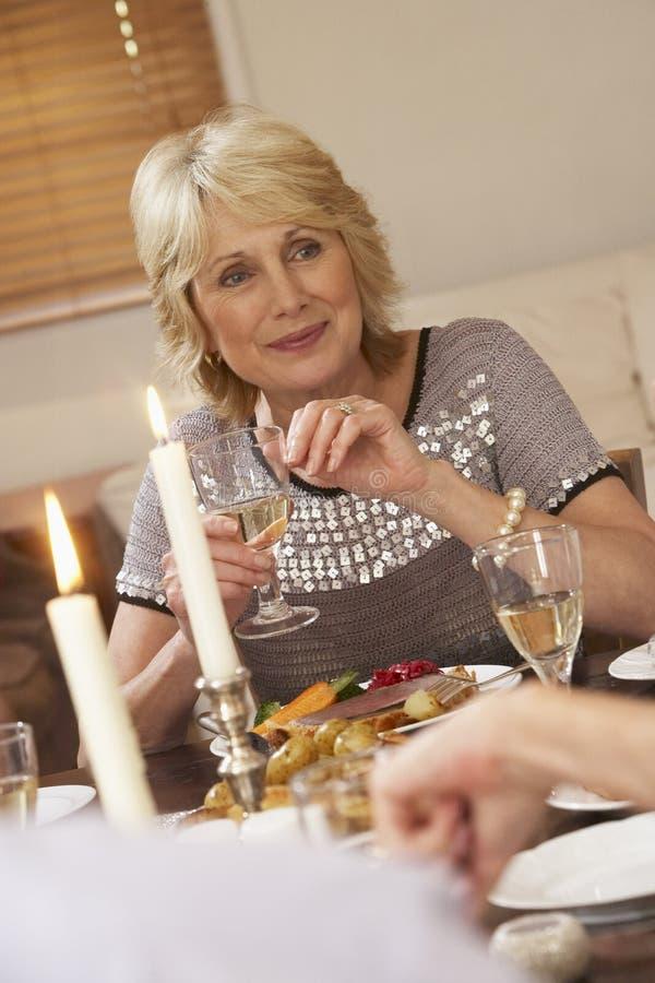 pranzo che mangia donna domestica fotografie stock