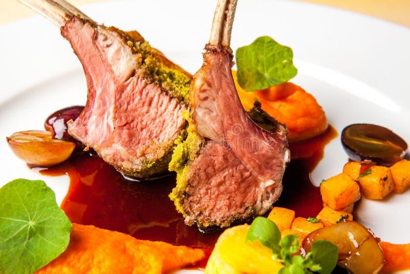 Pranzo del coniglio dei peperoncini rossi immagine stock