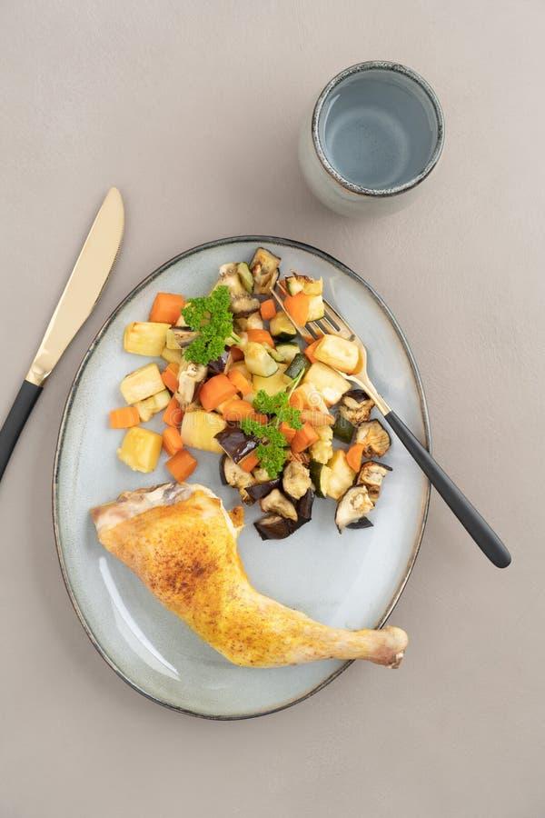 Pranzo del pollo con le verdure fotografia stock