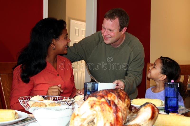 Pranzo della famiglia di ringraziamento immagini stock libere da diritti