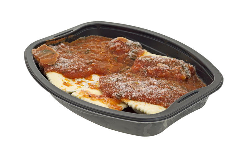 Pranzo di TV congelato della salsa di pomodori e dei ravioli immagine stock libera da diritti